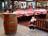 ... където Дядо Коледа гостоприемно ще ви посрещне и настани на симпатичните масички.