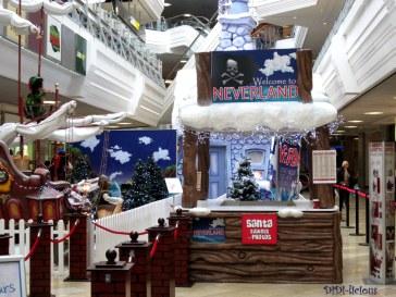 Добре дошли в Neverland, където Санта е дошъл да се поснима с децата за спомен, преди да потегли на обиколка около света с вълшебната си шейна.