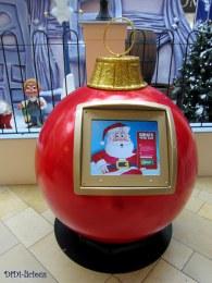 За финал ви оставих ето тази гигантска топка-компютър, където можеш да си пожелаеш нещо за Коледа! Така и нямах нерви да натискам по екрана, за да попълня всички данни (включително адреса?!), но ми беше чудно...